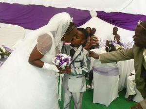 boy marry woman gidibase